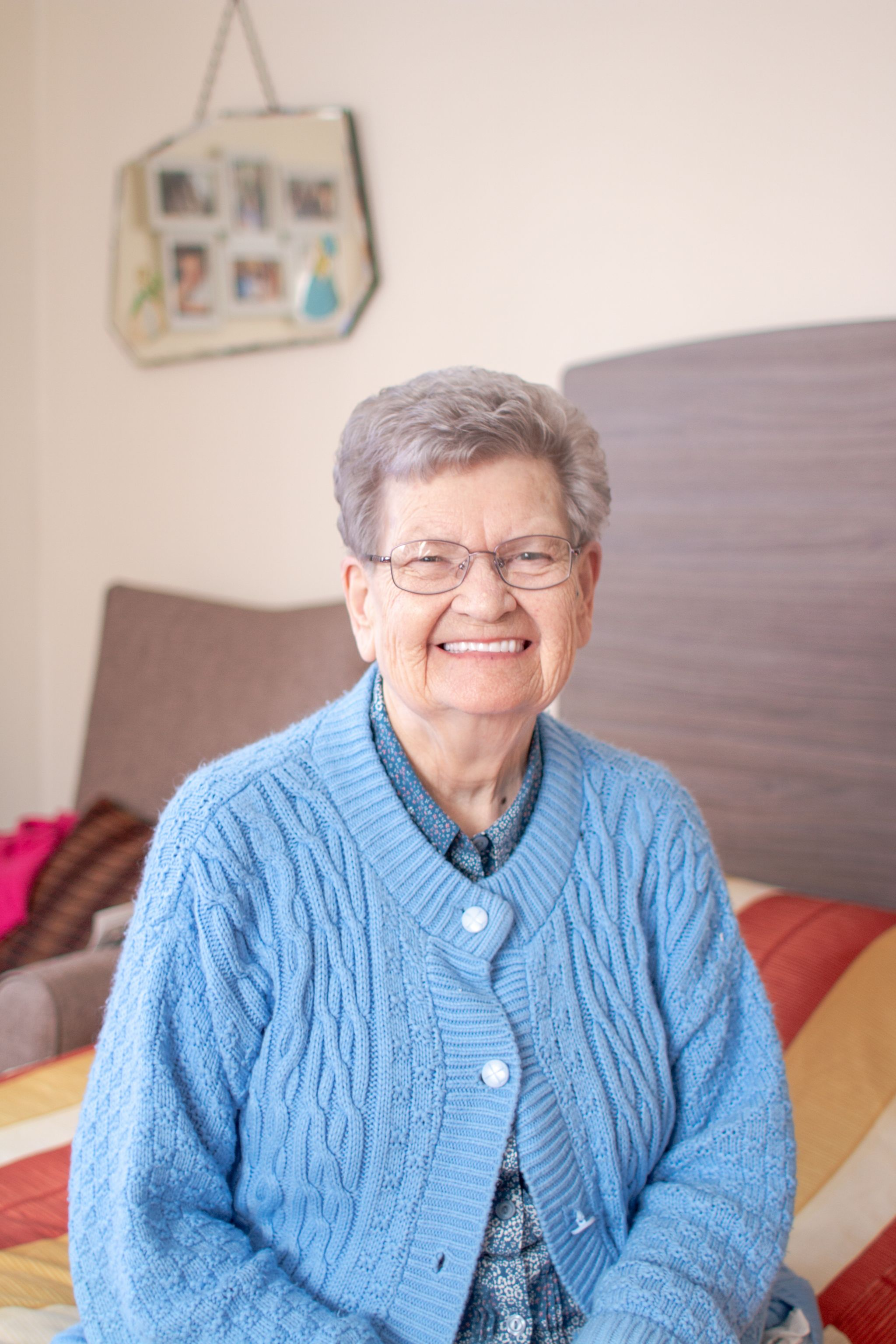 craig healthcare residents lifestyle photography hannah layford resident smiling