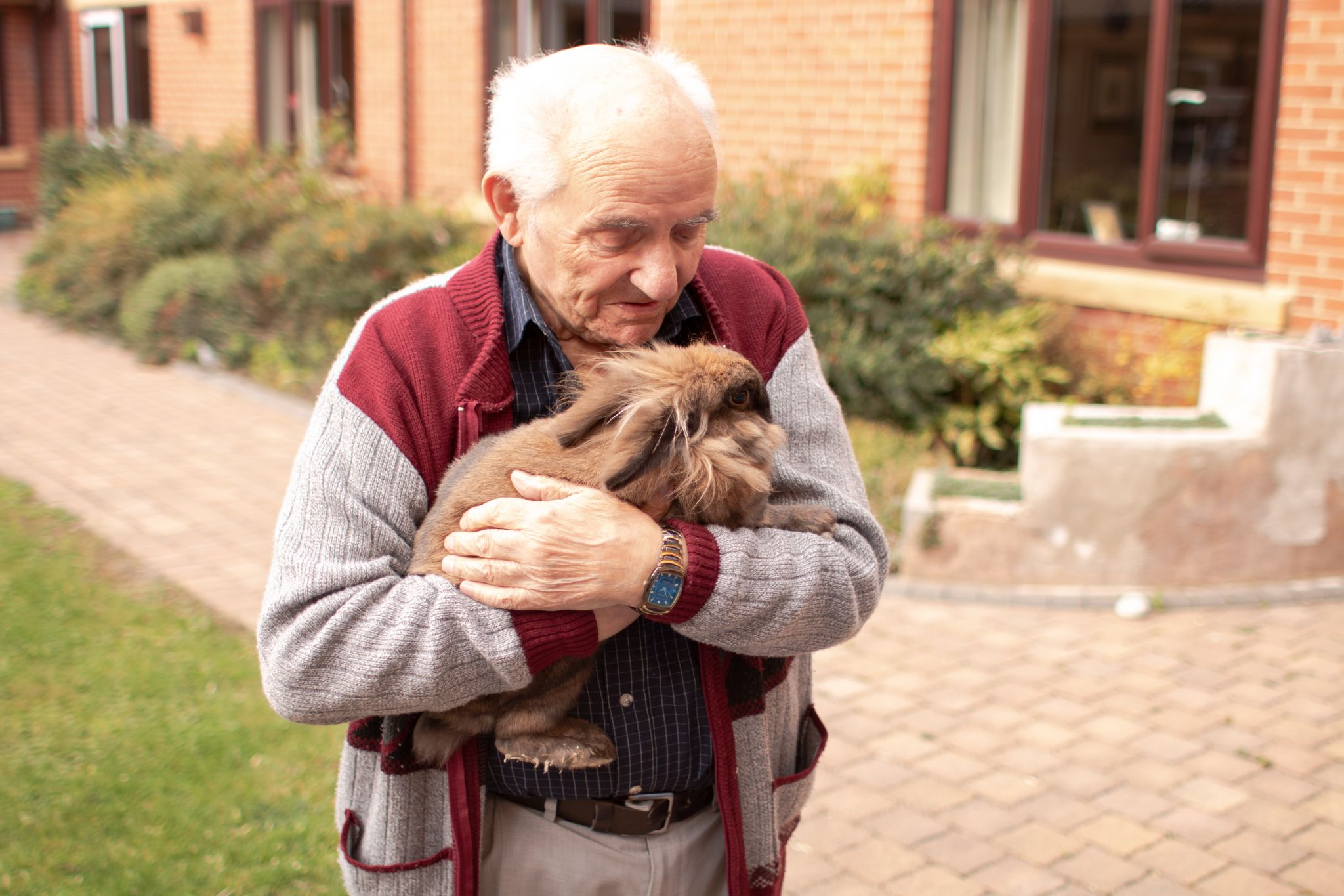 craig healthcare residents lifestyle photography hannah layford resident with rabbit