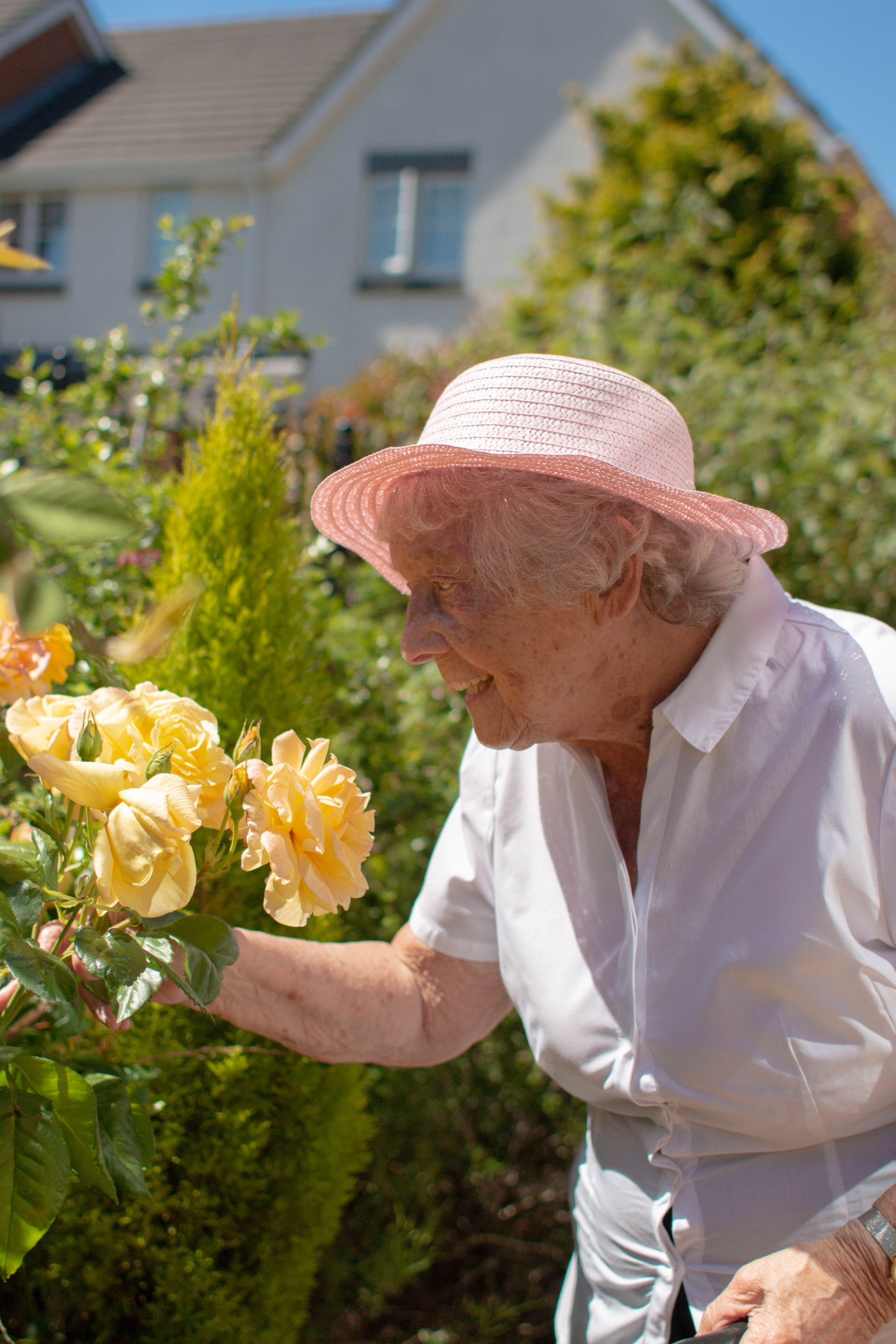 craig healthcare residents lifestyle photography hannah layford resident with roses