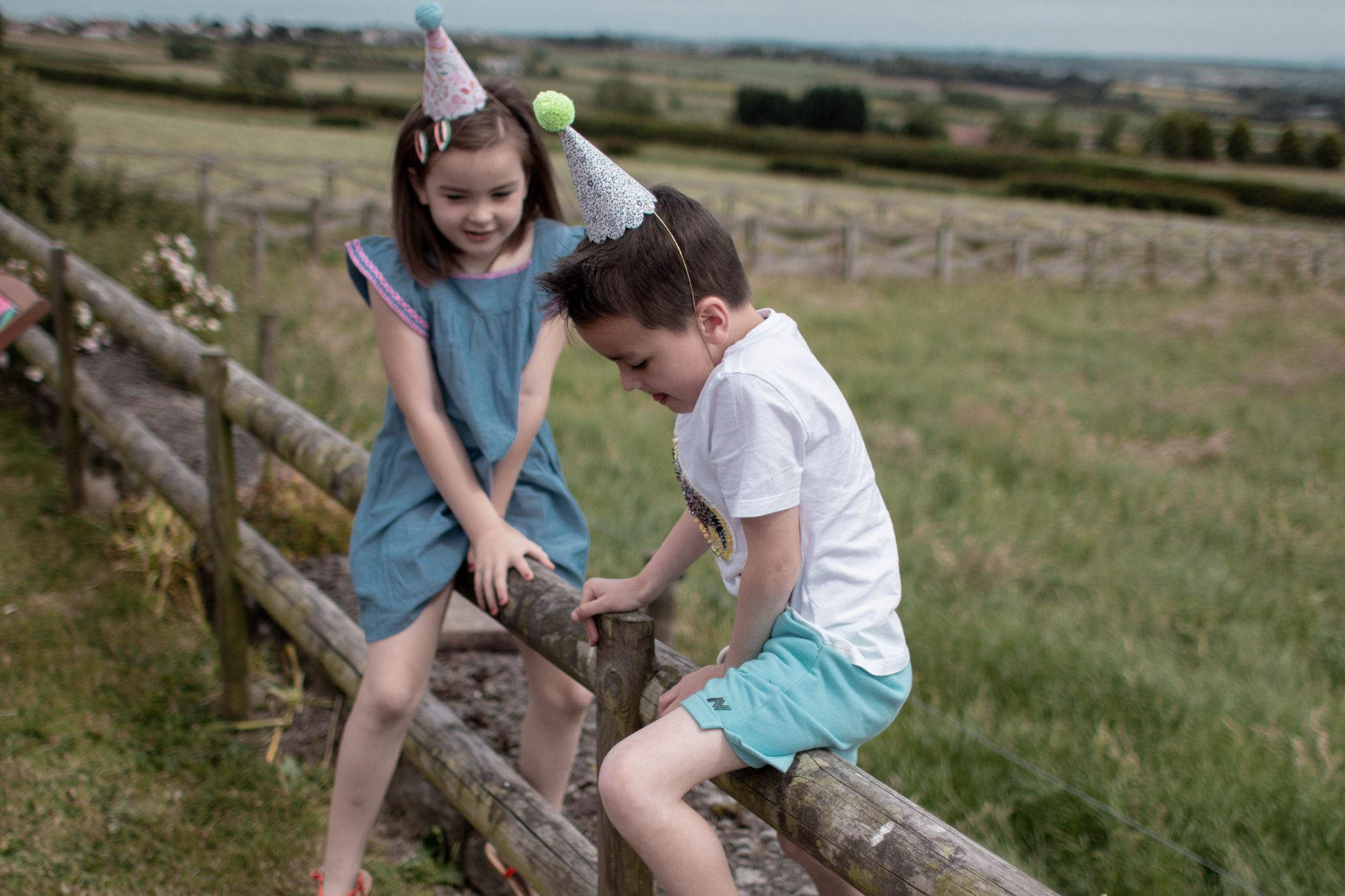 hannah layford child photography shoot portraits birthday party twins fence playing
