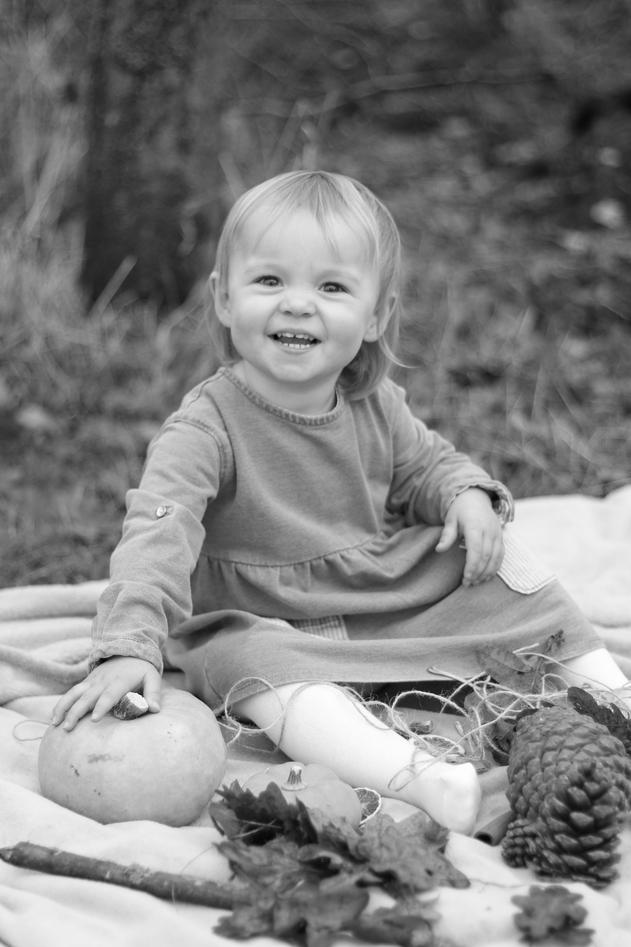 hannah layford child photography shoot portraits black and white autumn